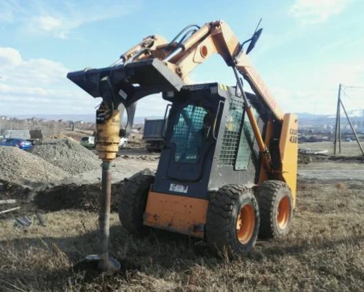 Аренда ямобура на базе мини погрузчика Bobcat